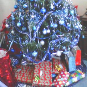 presents under tree edit