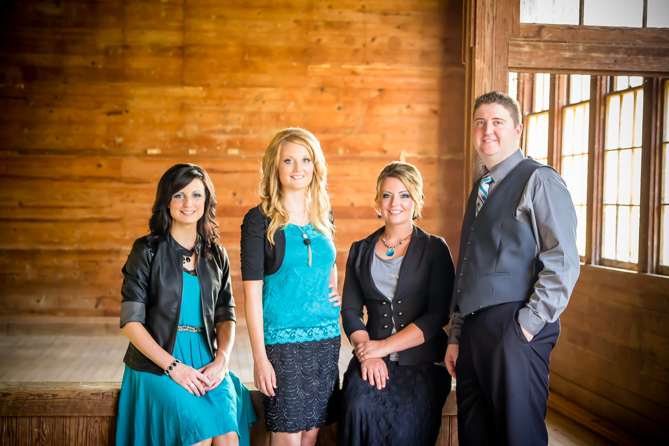 Graves Family Sign With Gold Rush