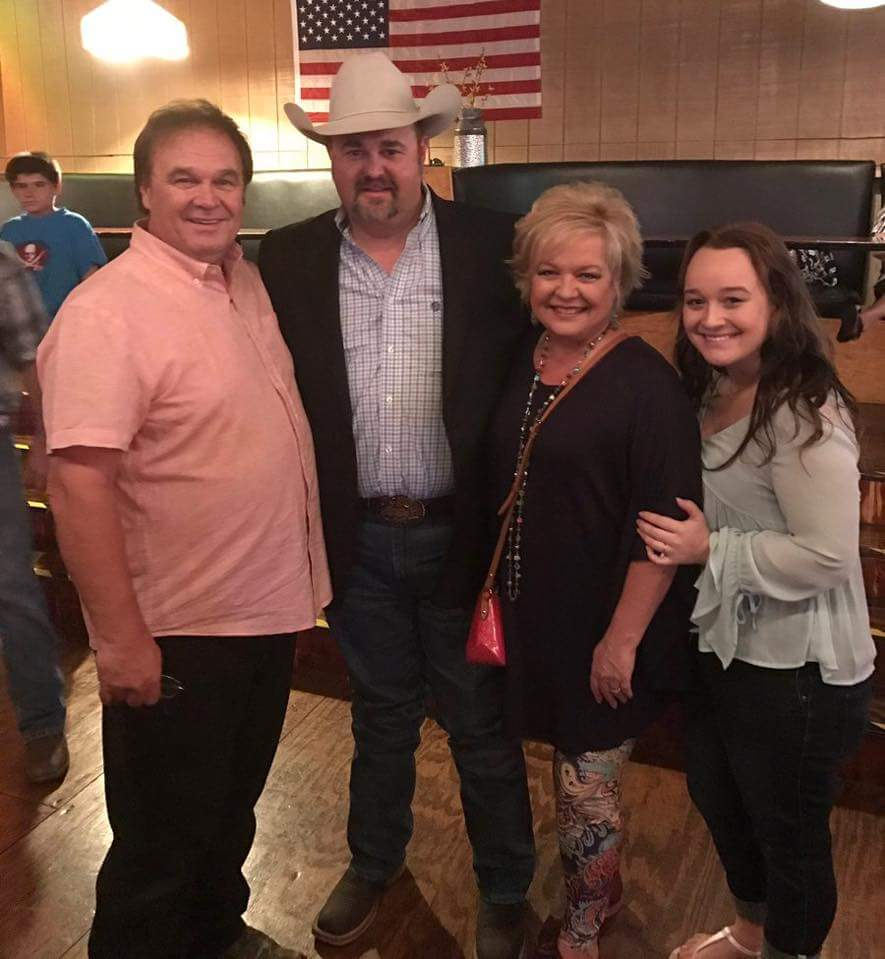 Daryle Singletary with Jeff, Sheri and Morgan Easter