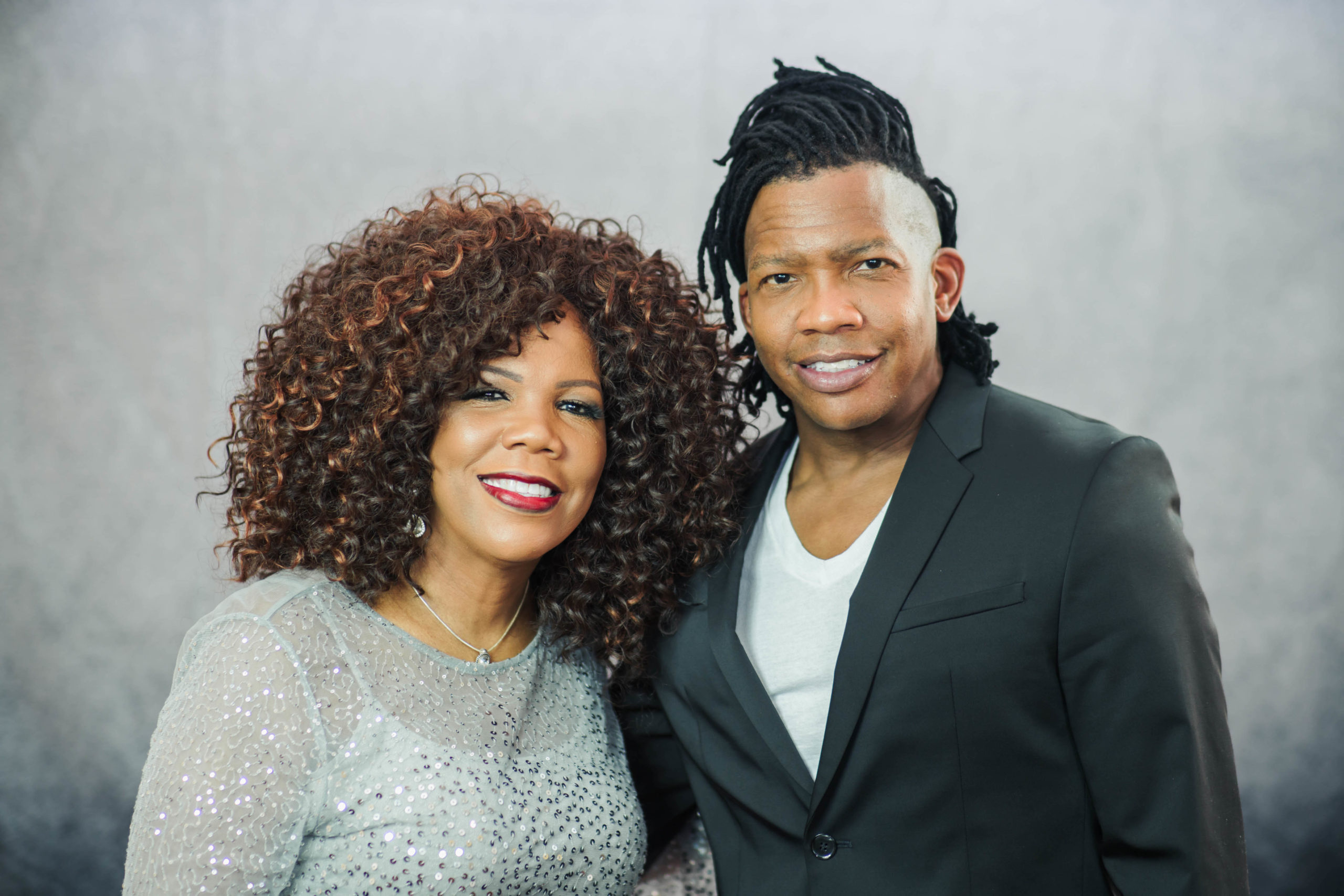 LYNDA RANDLE AND MICHAEL TAIT SPREAD VIRTUAL YULETIDE CHEER WITH 'TOGETHER FOR CHRISTMAS IN JULY'
